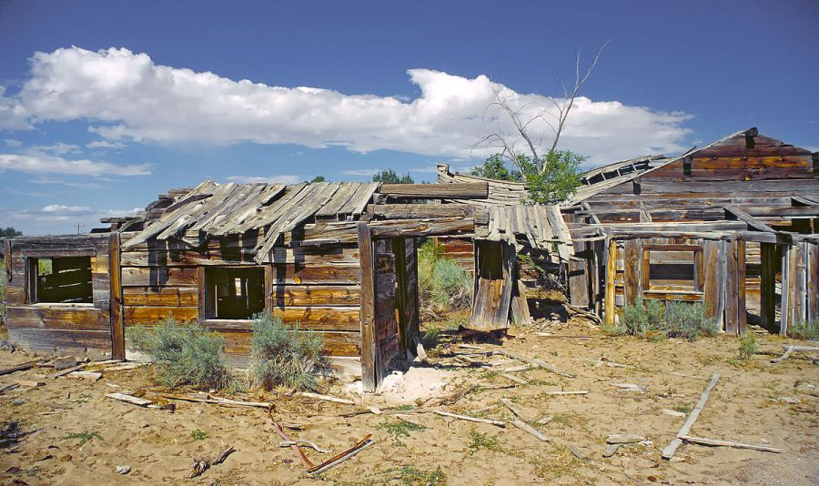 1200px-Ghost_town_Frisco_in_Utah